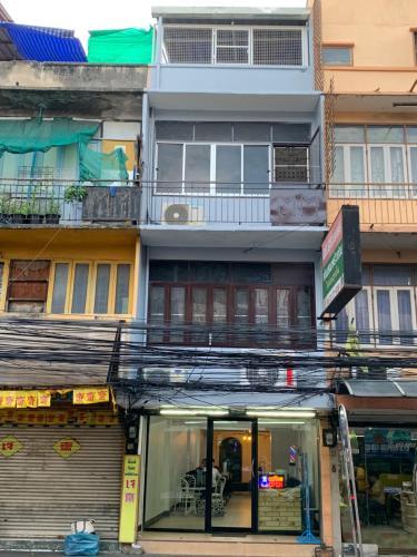 Rachawadee Hostel, Din Dang