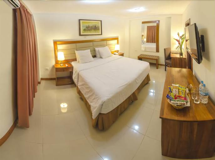 El Dorado Hotel, Maynas