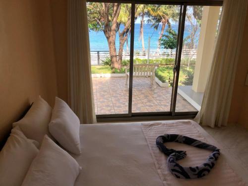 Amami Beachfront Villa with Private Beach, Abra de Ilog