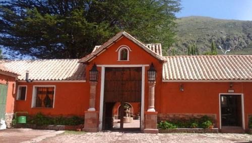Hotel Museo Cayara, Tomás Frías
