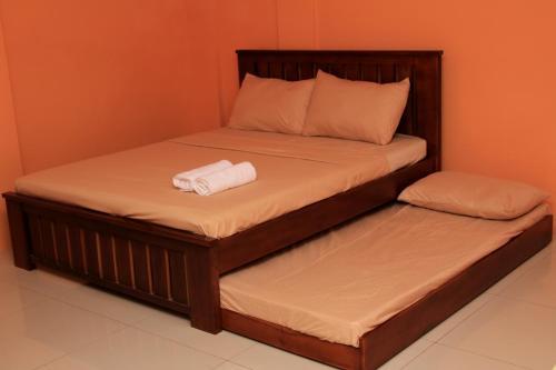 M. Cabildos Transient Room 2, Tanay