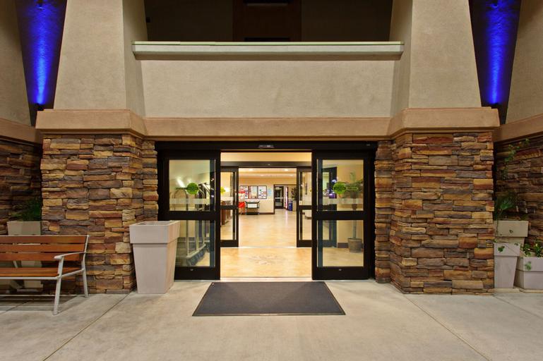 Holiday Inn Express Hotel & Suites Twentynine Palms, San Bernardino