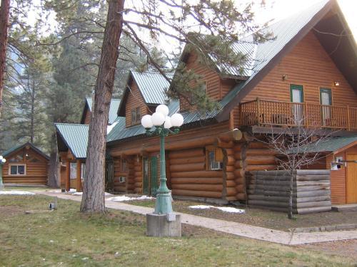 Rainbow Lake Castle Resort, Okanagan-Similkameen
