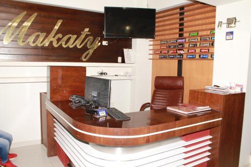 Hotel Makaty, San Román
