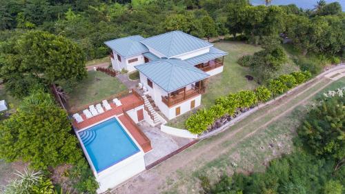 Two Bays Beach Villa, Apartment, and Studios,