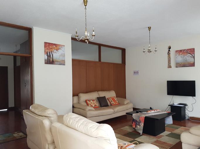 Lolos Elegant Three Bedroom Apartment, Harare