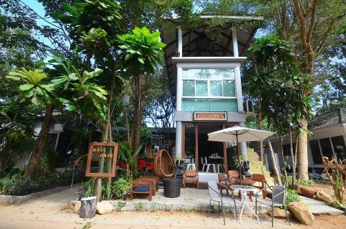 Ball Cafe' KohMak, K. Ko Kut