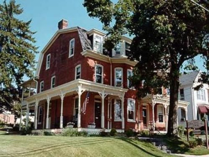 Brickhouse Inn, Adams