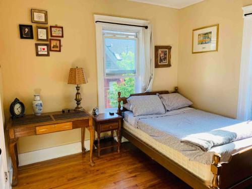 Private Room in Centrally located Cozy & Clean Homestay, Worcester