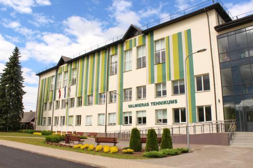 Valmieras tehnikuma dienesta viesnica, Valmiera