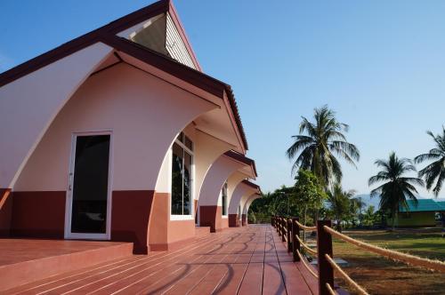 Lomtalay Resort Trat, Laem Ngop
