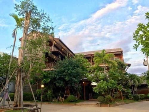 เคียงตะวัน รีสอร์ท, Mae Ramat