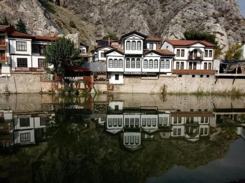 Grand Pasha Otel, Merkez