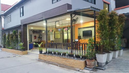 WJ Residence at Suvarnaphumi, Bang Plee