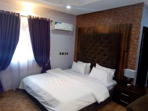 Glajosh Hotels, Umuahia North