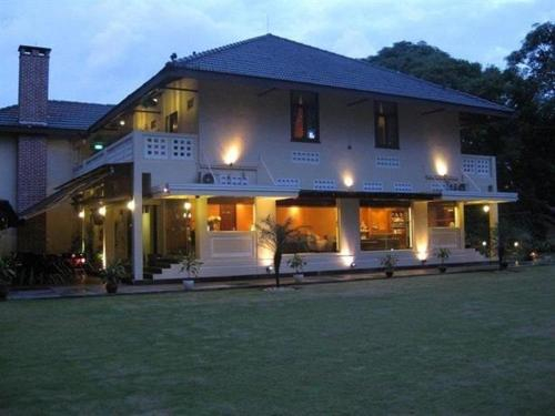 GALLOP HILL TOP RESORT, Bukit Timah