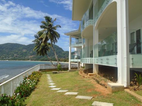 VallonEnd Beachfront villa with excellent view,