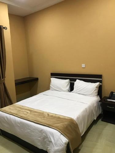 Royal continental suites and apartments, Egbedore
