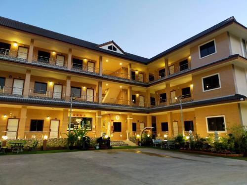 โรงแรมพูนสุข PhunSuk Hotel, Muang Tak