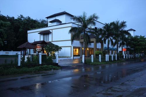 Hotel CLOUD 9, Ernakulam