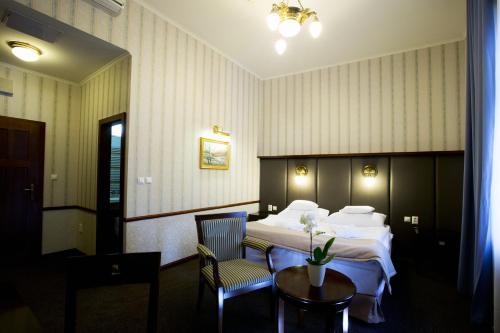 Hotel Golden Eagle, Levice