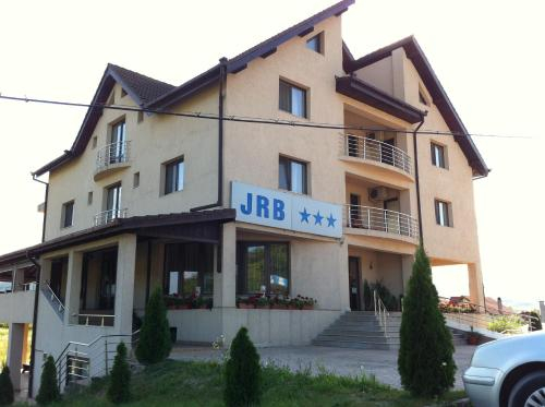 JRB Hotel, Lunca