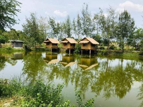น้ำพุบ้านดินโฮมสเตย์, K. Sam Roi Yot