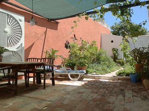 Tavira Townhome with private Garden, Alcoutim