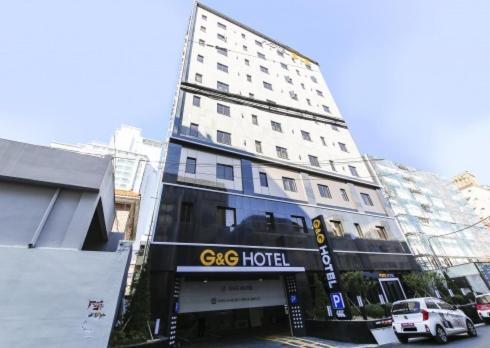 G&G Hotel, Nam