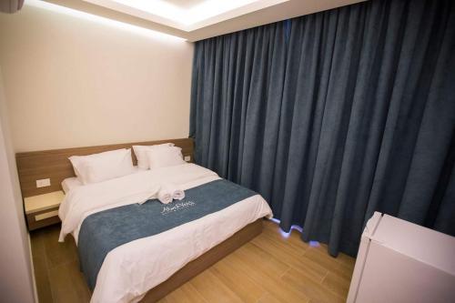 AlmaVerdi Hotel, Sour
