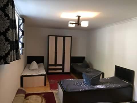 Sho Hostel, Shughnon