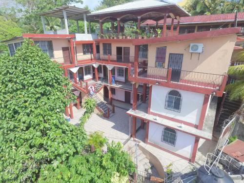 Hotel bermudez, Livingston