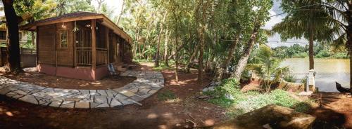 Green Chromide River View Wooden House, Kollam