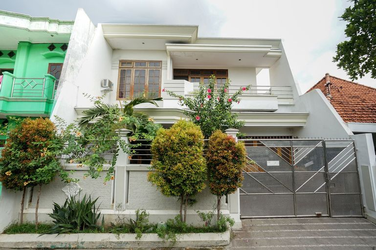 OYO 469 Bumi Banyu Bening Syariah, Surabaya