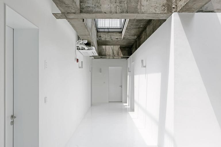 Small House Big Door, Jung