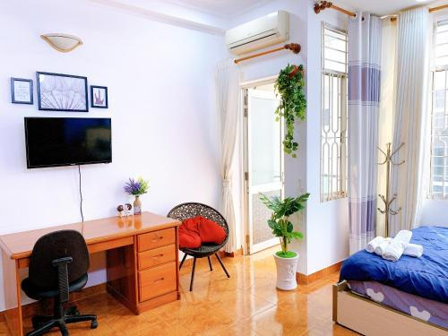 BEAUTIFUL ROOM WITH GREENESS AND NATURAL LIGHT !!!, Quận 3