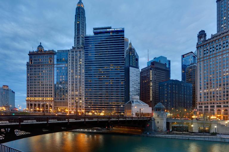 Wyndham Grand Chicago Riverfront, Cook