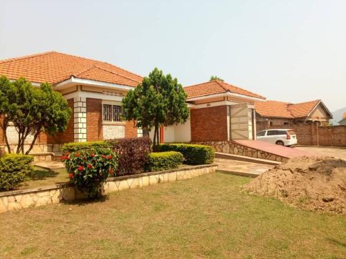 Masindi Solutions & Backpackers, Buruli