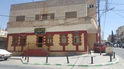 Castle House, Qasr