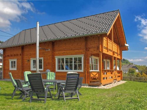 Exclusive wooden house in the Sauerland near Winterberg with wood stove, balcony and garden, Hochsauerlandkreis