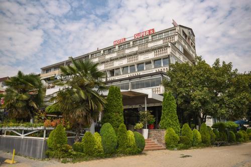 Super 8 Hotel,