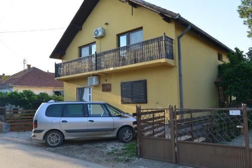 Angela House, Kladovo