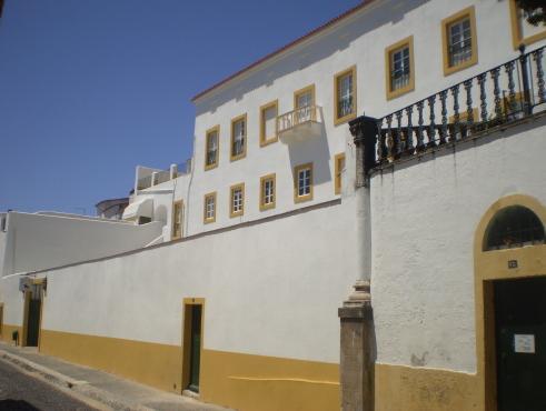 The Noble House, Évora