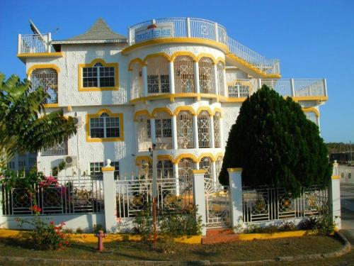 Star Castle Guest Suites,