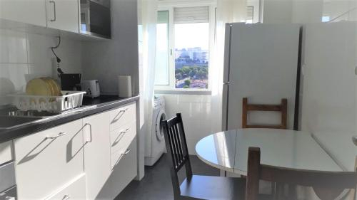 Comfortable Furnished Bedroom In Lisbon Central with Ac and Wifi, Lisboa