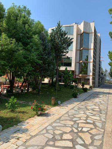 Divjaka Different Hotel & Restorant, Lushnjës