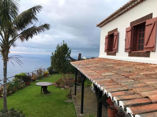 House with 2 bedrooms in Faja da Ovelha with wonderful sea view terrace and WiFi 2 km from the beach, Calheta