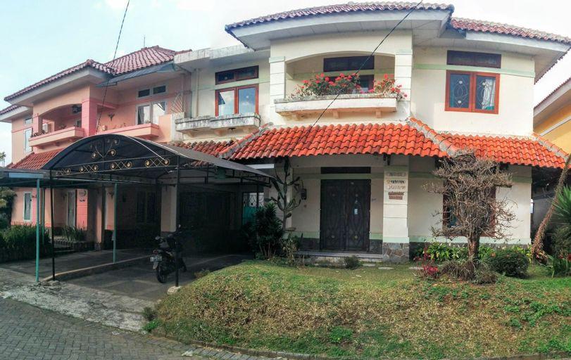 Villa Anvil Cipanas 4 Bedroom for 25 pax, Cianjur