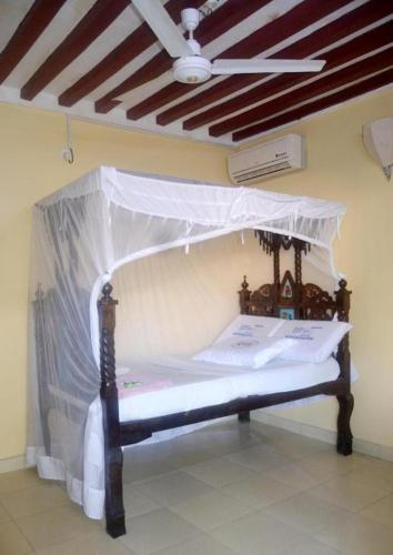 New Mahrus Hotel & Rooftop Restaurant, Lamu West