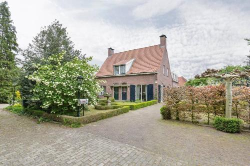 Spacious private residence with 3-bedrooms loft ,45 train min from Amsterdam, Amersfoort